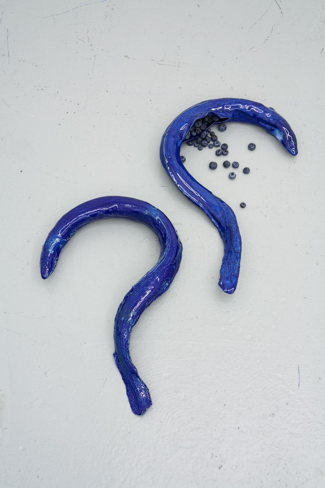 Paloma Proudfoot, The Anthropophagous Stage, 2018, Glazed stoneware, blueberries, photo: Original&theCopy
